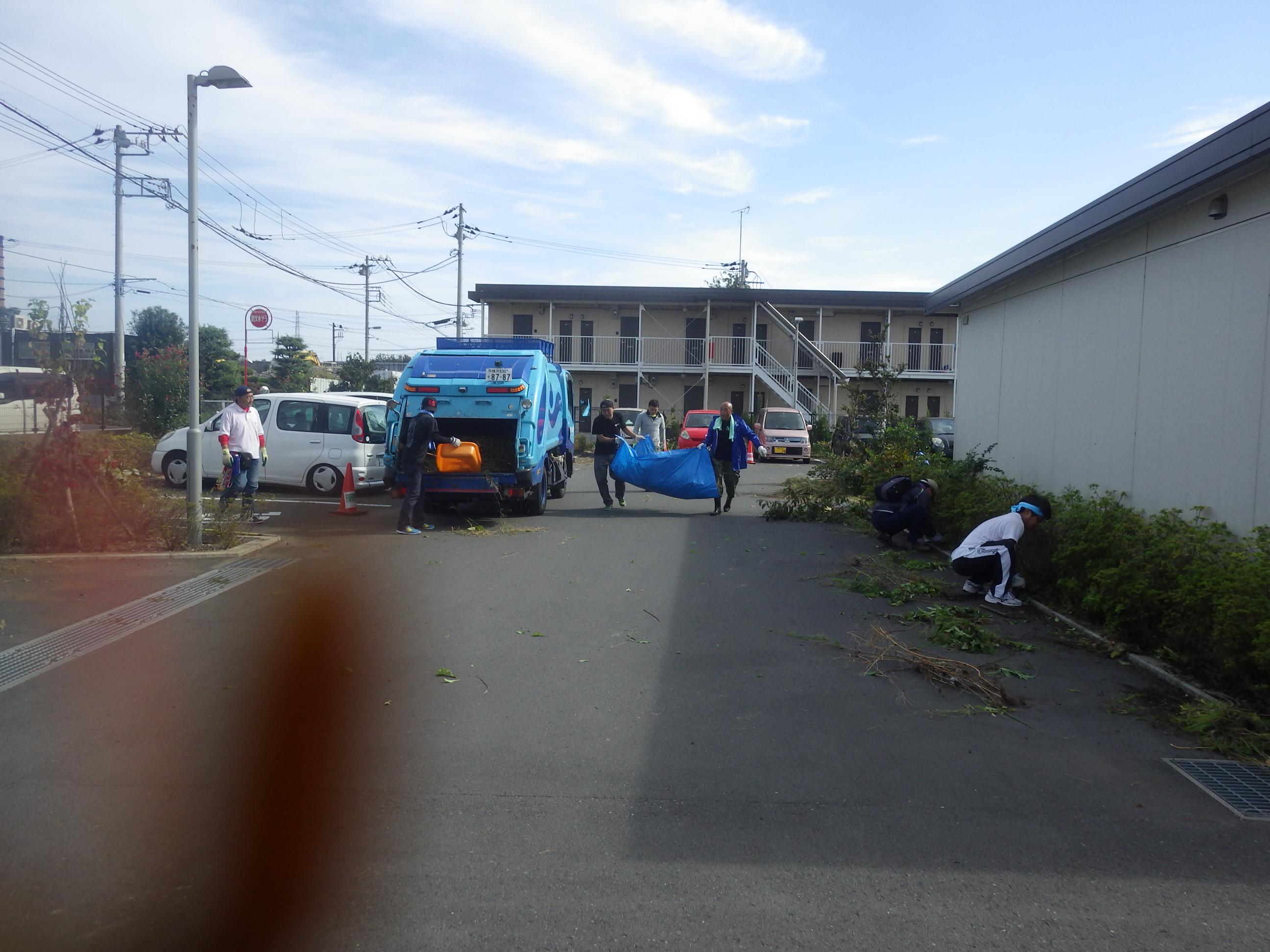 ボランティア・サポーターによるゴミ集め